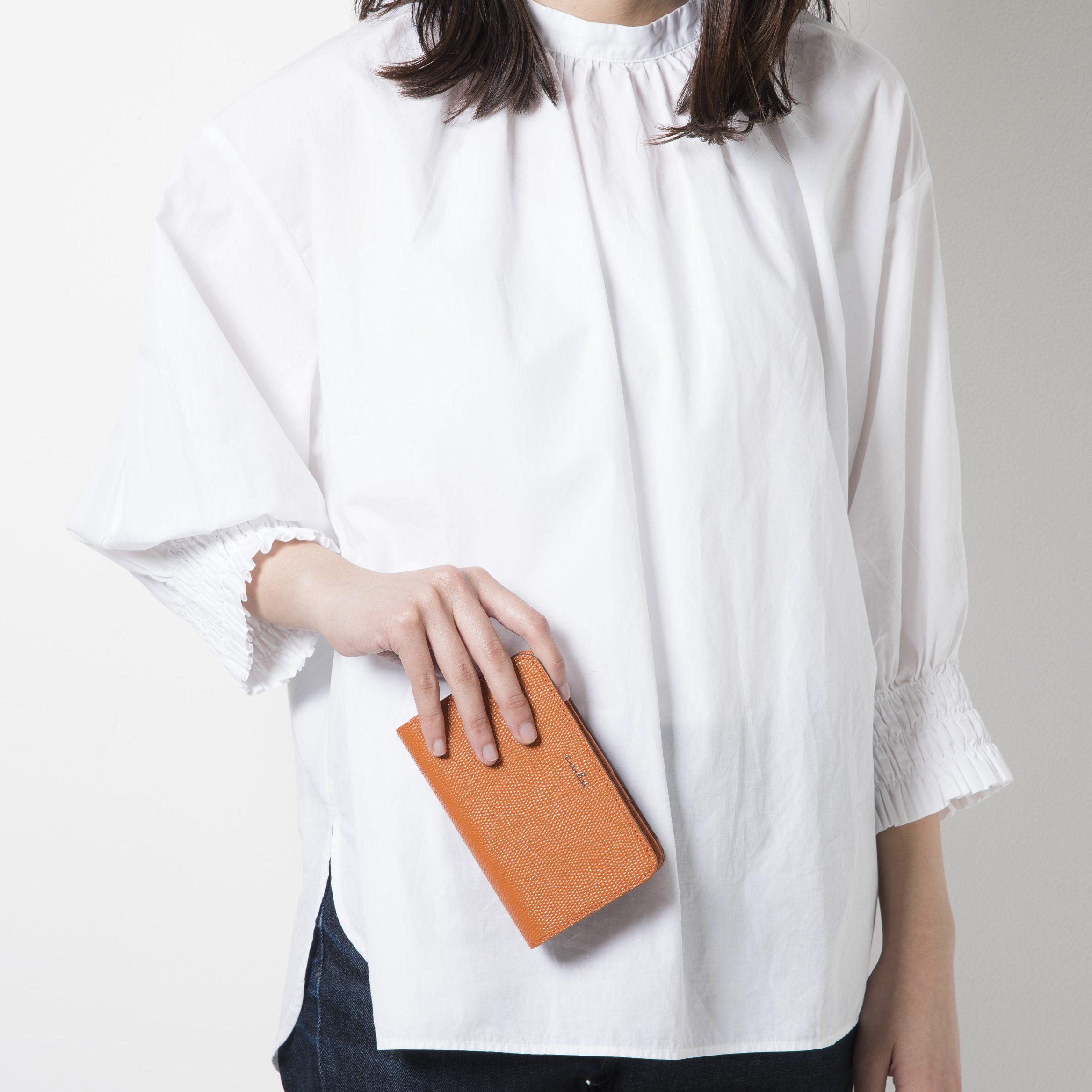 いろんなわがままをすっきり叶える、ミドルサイズの折財布♪